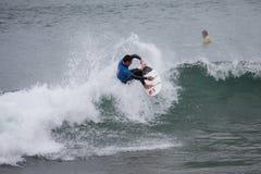 Competición que practica surf Geroid McDaid (Sligo) Foto de archivo