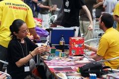 Competición del cubo del `s de Rubik Fotografía de archivo