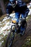 Competiciones de la bici de montaña en Víspera de Todos los Santos Fotos de archivo libres de regalías
