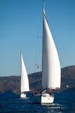 Competidores de los barcos durante de regatta de la navegación Foto de archivo