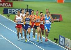 Competidores de los hombres de los 800m imagenes de archivo