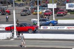 Competidores en el circuito de carreras que hace un comienzo Fotografía de archivo