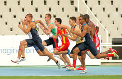 Competidores en el comienzo de el 100m Fotografía de archivo