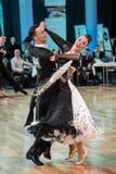 Competidores que bailan el vals o el tango lento Fotografía de archivo libre de regalías