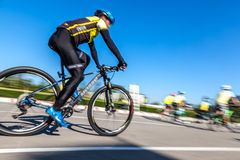 Competindo a bicicleta, movimento borrada Fotos de Stock Royalty Free