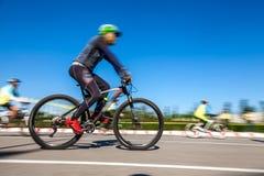 Competindo a bicicleta, movimento borrada Imagem de Stock Royalty Free