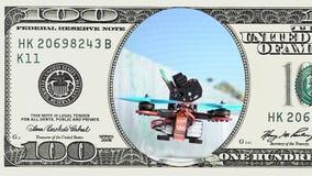 Competindo o zangão que descola em um quadro de 100 dólares vídeos de arquivo