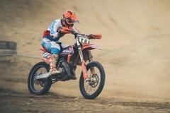 Competir con al jinete Tomas Mercado durante campeonato del motocrós Fotos de archivo