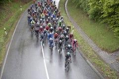Competir con a ciclistas en la guarida Finanzplatz Francfort de Rund de la raza um Foto de archivo libre de regalías