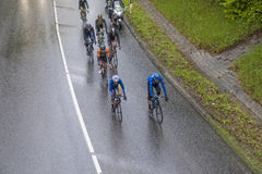 Competir con a ciclistas en la guarida Finanzplatz Francfort de Rund de la raza um Fotos de archivo