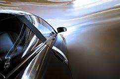 Competir con el coche de deportes en el camino Fotografía de archivo