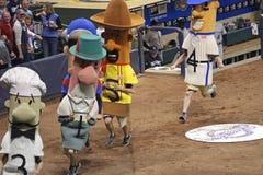 Competir con las salchichas en el parque de Miller, Milwaukee Brewers Imágenes de archivo libres de regalías