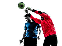 Competiti de perforación de la bola del título del portero del jugador de fútbol de dos hombres Foto de archivo