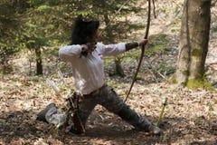 Competitore della donna con un longbow Fotografia Stock Libera da Diritti