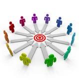 Competitori che mirano allo stesso obiettivo Immagini Stock Libere da Diritti