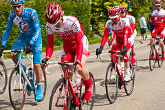 Competitors and teams in Giro d'Italia 2010. DELFGAUW, NETHERLANDS - MAY 10: Competitors and following teams in the Giro d�Italia passing by on a polderroad Royalty Free Stock Images