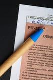 Compilando il singolo modulo polacco PIT-37 di imposta per l'anno 2013 Immagine Stock Libera da Diritti