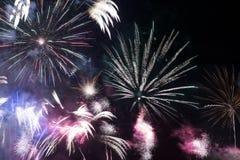 Compilazione dei fuochi d'artificio sul nero Fotografia Stock