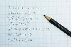 Compito su aritmetica Formule nel taccuino fotografie stock