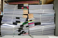 Complètement des documents Images stock