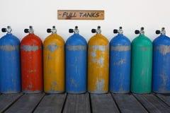 Complètement et réservoirs de colorfull photos stock