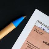 Compléter la feuille d'impôt individuelle polonaise PIT-37 pendant l'année 2013 Photographie stock