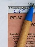 Compléter la feuille d'impôt individuelle polonaise PIT-37 pendant l'année 2013 Photo stock