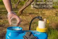 Compléter le pesticide Images libres de droits