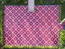 Complétez en bas de la vue d'une place avec la conception simetrical au parc commémoratif de monument d'état de Selangor images stock