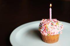 Compleanno della torta della tazza Immagine Stock