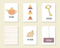 Compleanno disegnato a mano sveglio di scarabocchio, partito, carte della doccia di bambino Immagini Stock