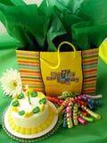Compleanno verde e giallo Fotografia Stock Libera da Diritti