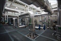 Complejo de instalar tubos la central de calefacción industrial - tuberías foto de archivo libre de regalías