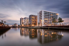 Complejo de la ciudad en el puerto de Odense, Dinamarca fotos de archivo