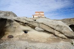 Complejo de la cueva de Uplistsikhe con la basílica del tres-cubo, Georgia Foto de archivo libre de regalías
