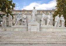 Complejo de mármol de estatuas con la figura central Lajos Kossuth, colocándose entre políticos compañeros, cuadrado de Kossuth,  fotos de archivo libres de regalías