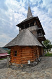 Complejo de madera ortodoxo del monasterio de Rozavlea Fotografía de archivo libre de regalías