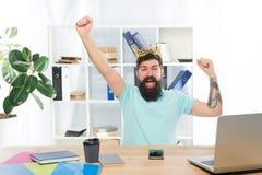 Complejo de superioridad Rey de la oficina Jefe del departamento Empresario barbudo del hombre de negocios del encargado del homb imagen de archivo libre de regalías