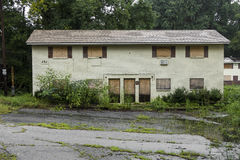 Complejo de viviendas abandonado Foto de archivo