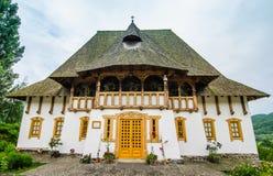 Complejo del monasterio de Barsana en Maramures Fotos de archivo