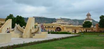 Complejo del observatorio de Jantar Mantar en Jaipur Imagen de archivo
