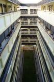 Complejo del pasillo del apartamento en el día Foto de archivo
