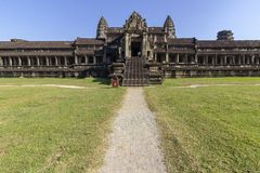 Complejo del templo antiguo de Angkor Wat, mil bibliotecas del norte de dios, uno de los monumentos religiosos más grandes del mu fotos de archivo libres de regalías