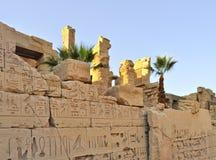 Complejo del templo de Karnak. Jeroglíficos Imagenes de archivo