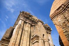 Complejo del templo de la torre del Cham del Po Nagar en la ciudad Nha Trang imagenes de archivo