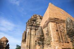 Complejo del templo de la torre del Cham del Po Nagar en la ciudad Nha Trang imágenes de archivo libres de regalías