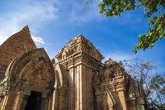 Complejo del templo de la torre del Cham del Po Nagar en la ciudad Nha Trang fotos de archivo libres de regalías