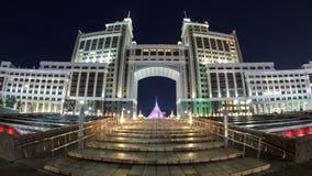 Complejo del timelapse administrativo de la noche de los edificios Astana, Kazakhstan almacen de video