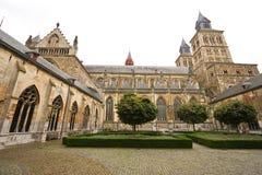 Complejo impresionante de la iglesia y del claustro Foto de archivo libre de regalías