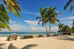 Complejo playero hermoso en la isla de Bantayan, Cebú Imagenes de archivo